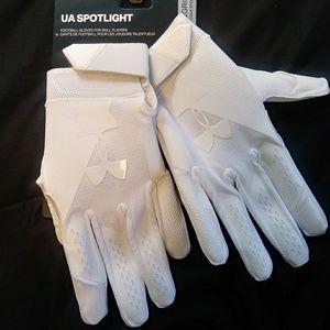 Under Armour Spotlight men's (S) football gloves